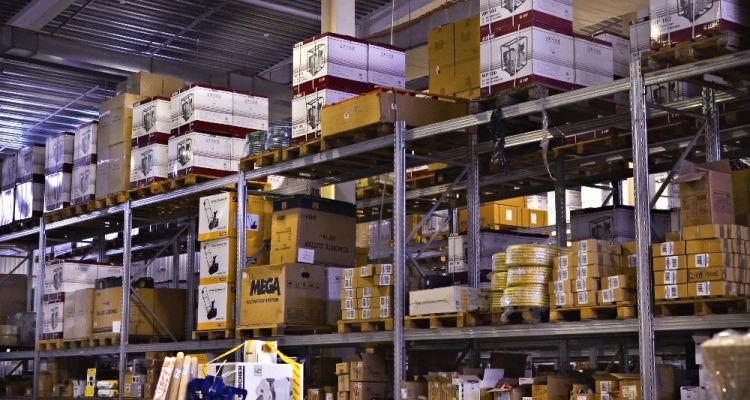 Современный склад площадью  7000,00 м2  — доставка в любую точку Украины за 48 часов.